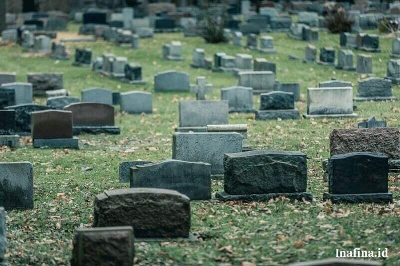 berapa meter kedalaman liang kubur